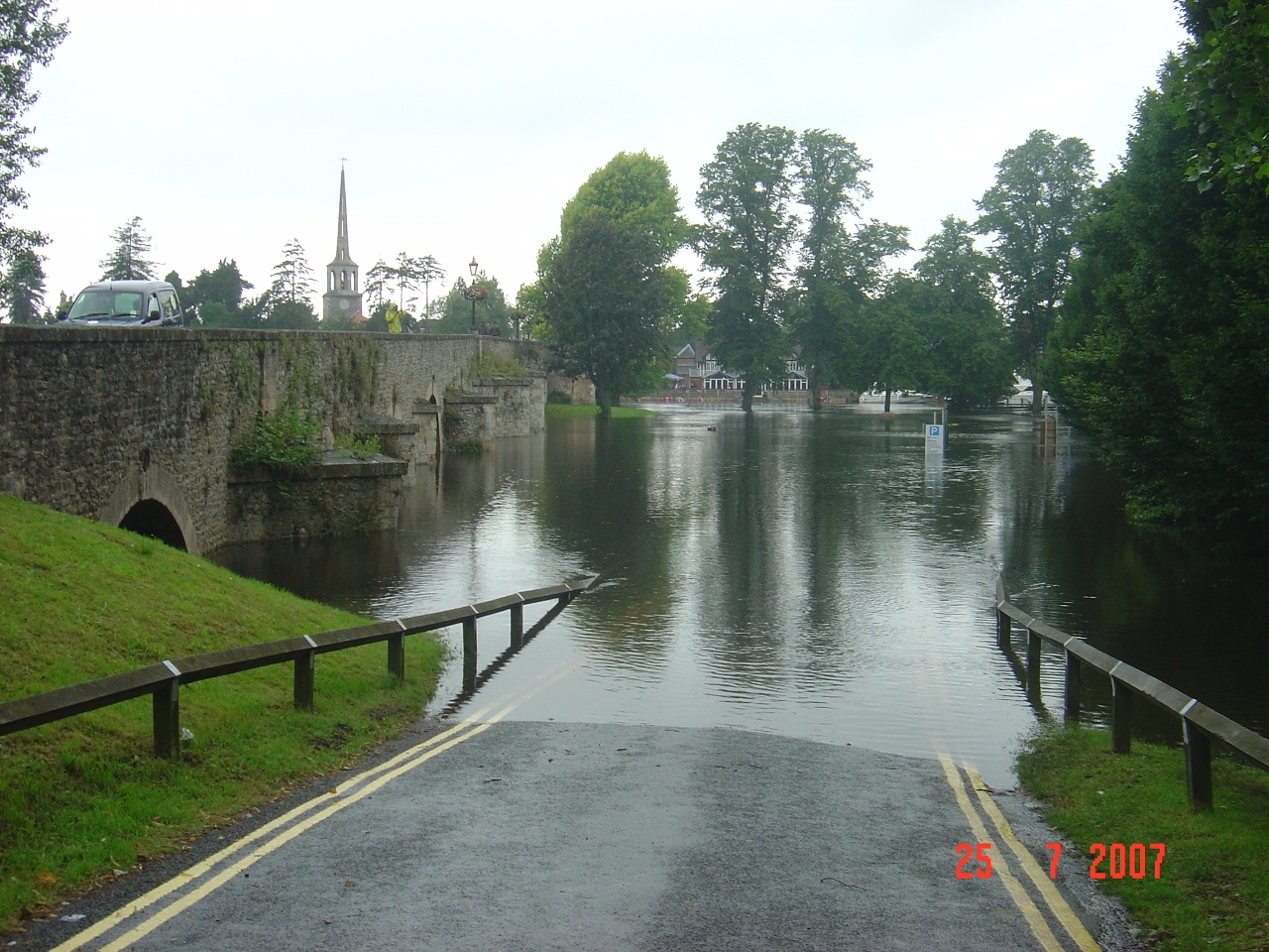 Flooding at Crowmarsh on the River Thames - Image by Gwyn Rees